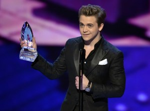 Hunter Hayes takes home People's Choice Award for Favorite Male Country Artist