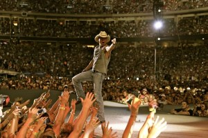 Kenny Chesney Takes The Big Revival Tour To America