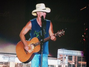 Kenny Chesney and Band Head to Spring Training This Week