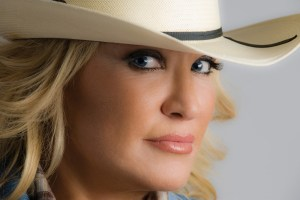 Tanya Tucker signs with APA Nashville