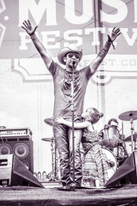 Craig Campbell Shares the Spotlight with Daughter Kinni Rose at CMA Fest 2015