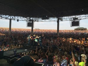 Dustin Lynch to bring One Hell of a Night to fans with first headline tour
