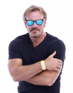 "Fans make their way into Phil Vassar's ""She's On her Way"" music video"