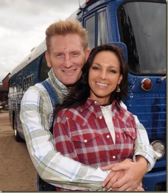 joey-and-rory-tour-bus