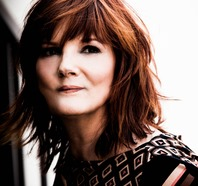 Country singer Eileen Carey encourages women to have faith