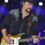 Travis Tritt to release A Man and His Guitar-Live From the Franklin Theater