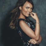 """Country/Pop Artist Abi's Lyric Video For Original Holiday Song """"Put A Bow On It"""" Premieres On J-14"""