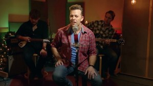 Lucas Hoge Brings Holiday Cheer With Acoustic Videos For 'The Christmas Song' And 'Christmas Medley'