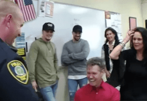Randy Travis surprised a police officer with a special Christmas gift
