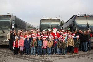 Ronnie McDowell Spreads Holiday Cheer To Children In His Hometown Of Portland, Tenn.