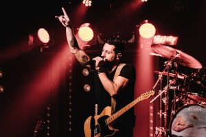 Old Dominion Surprises Fans with Pop Up Show In Nashville