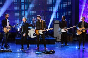 """ICYMI: Old Dominion performs """"Song For Another Time"""" on """"The Ellen DeGeneres Show"""""""