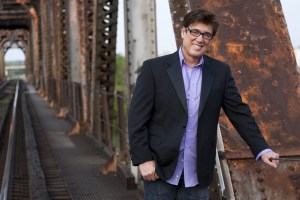 Ronnie McDowell Celebrates 40 Years Of Music And Releases New Album 'Songs I Love'