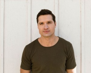 """Walker Hayes drops """"You Broke Up With Me,"""" new digital single, today"""