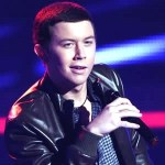 Scotty McCreery performs for packed crowd at New England Patriots' Fan Rally in Houston