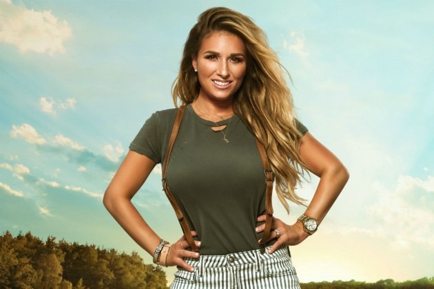 "Jessie James Decker's fans return ""Gold"" to #1 on iTunes Country"