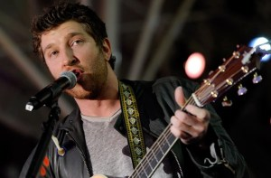 """Brett Eldredge tells people.com he is ready to """"Find a Gal That Wants My Heart"""""""