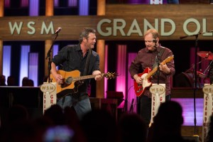 "Steve Wariner and Blake Shelton Duet on Hit Song ""Lynda"" During Special Grand Ole Opry Performance"