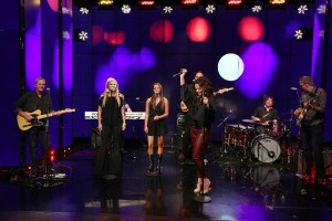 """ICYMI: Sara Evans and daughter perform on """"Live With Kelly and Ryan"""""""
