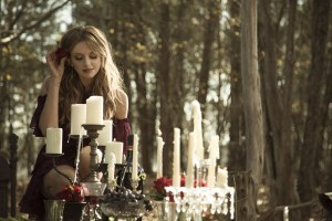 """Carly Pearce premieres sultry """"Hide The Wine"""" music video"""