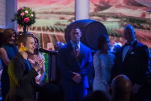 "Hunter Hayes serenades lucky couple with No. 1 hit single ""Wanted"" on TODAY show wedding"