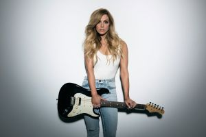 "Country star Lindsey Ell debuts music video for ""Criminal"", as song approaches U.S. Country Radio Top 20"