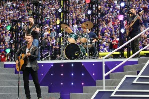 """Craig Campbell joins NFL to stand against cancer with """"Stronger Than That"""" stadium performance"""