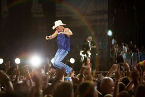 Kenny Chesney gets intimate –  Songs for the Saints Tour takes the music to the fans