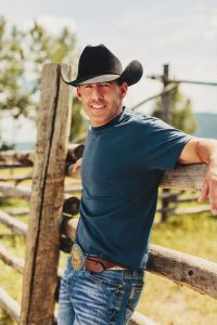 """Aaron Watson Expands """"The Red Bandana"""" Tour – 16 New Dates On Sale Now"""