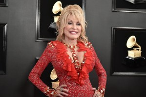 Dolly Parton will release new album, 'A Holly Dolly Christmas', on Oct. 2