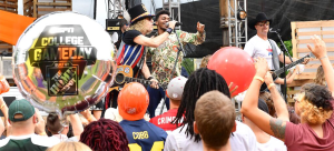 """Big & Rich's """"Comin' To Your City"""" returns as ESPN's """"College GameDay"""" theme song for 15th season"""
