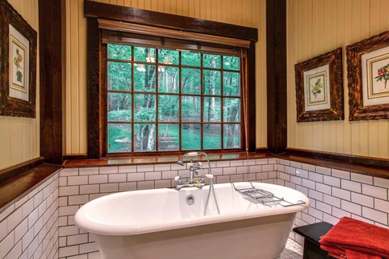 Miranda Lambert's Tennessee Farm - Bathtub