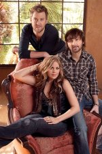 lady-antebellum-and-a-chair