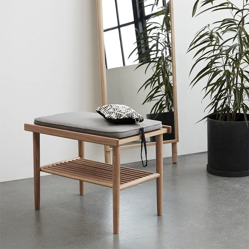 petit banc bois style scandinave avec coussin gris sur cdc design