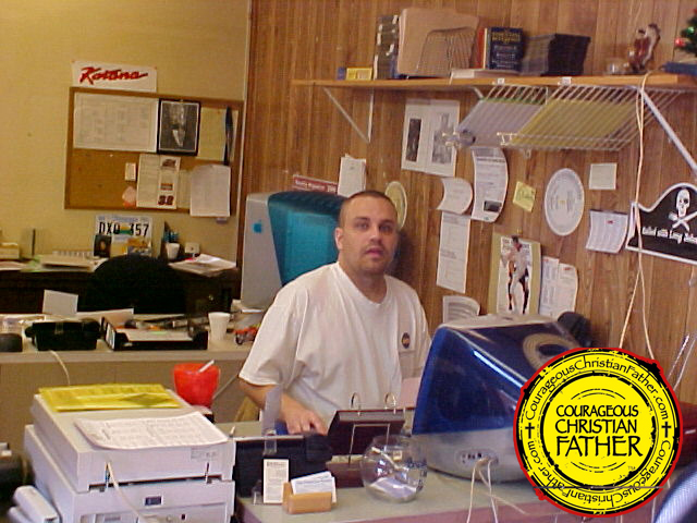 Steve At Graphic Designer at The Knoxville Journal (March 23, 2004)