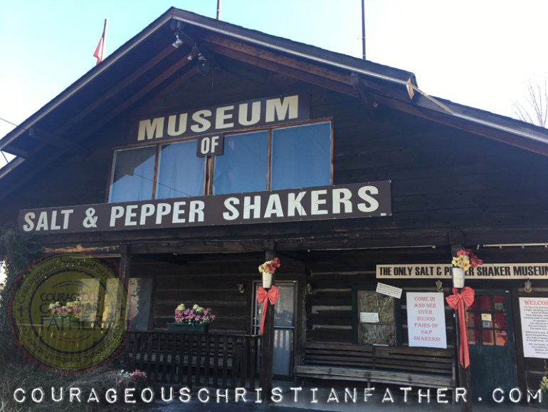 Museum of Salt and Pepper Shakers (Review) - Here is an attraction in Gatlinburg you may or may not have heard of. This attraction show cases over 20,000 Salt and Pepper Shakers in a huge collection.