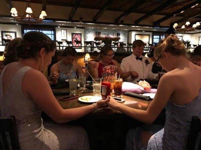 Pre-Prom Prayer | Photo credit Noelle Smith