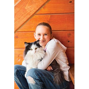 How you can benefit from having a cat (girl with cat)