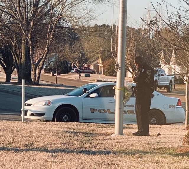 School resource officer seen praying for students at school's flagpole every day - One Arkansas school resource officer, DeAndra Warren, stops at the flagpole every day to say a special prayer for the school systems, children and the community.