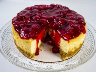 The delicious history of cheesecake - There are many famous cheesecake bakeries in North America, and those who can't resist digging their forks into this beloved dessert may assume that cheesecake traces its origins there. In fact, cheesecake traces its origins to the ancient Greeks. #Cheesecake