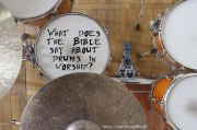 What does the Bible say about drums in worship?