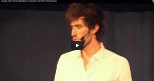 Guillaume Néry en train de parler lors d'une conférence TED