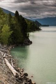 Rives abruptes du kalum lake qui nous obligent à nous éloigner du bord pour poursuivre notre route.