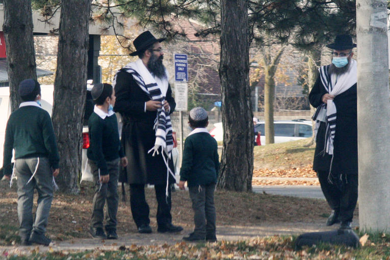 Des juifs hassidiques, photo prise le 7 novembre 2020, à Toronto, Ontario (Canada). PHOTO / CREATIVE TOUCH IMAGING LTD / NURPHOTO / NURPHOTO VIA AFP.