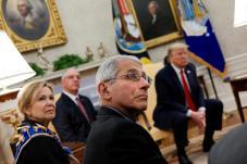 Le Dr Fauci, à la Maison-Blanche, avec le président DonaldTrump, le 29avril2020. Crédits : REUTERS/Carlos Barria.