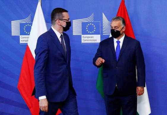 Les Premiers ministres polonais et hongrois, Mateusz Morawiecki et Viktor Orbán, à Bruxelles, le 24 septembre 2020. Photo Francois Lenoir/Pool/Reuters
