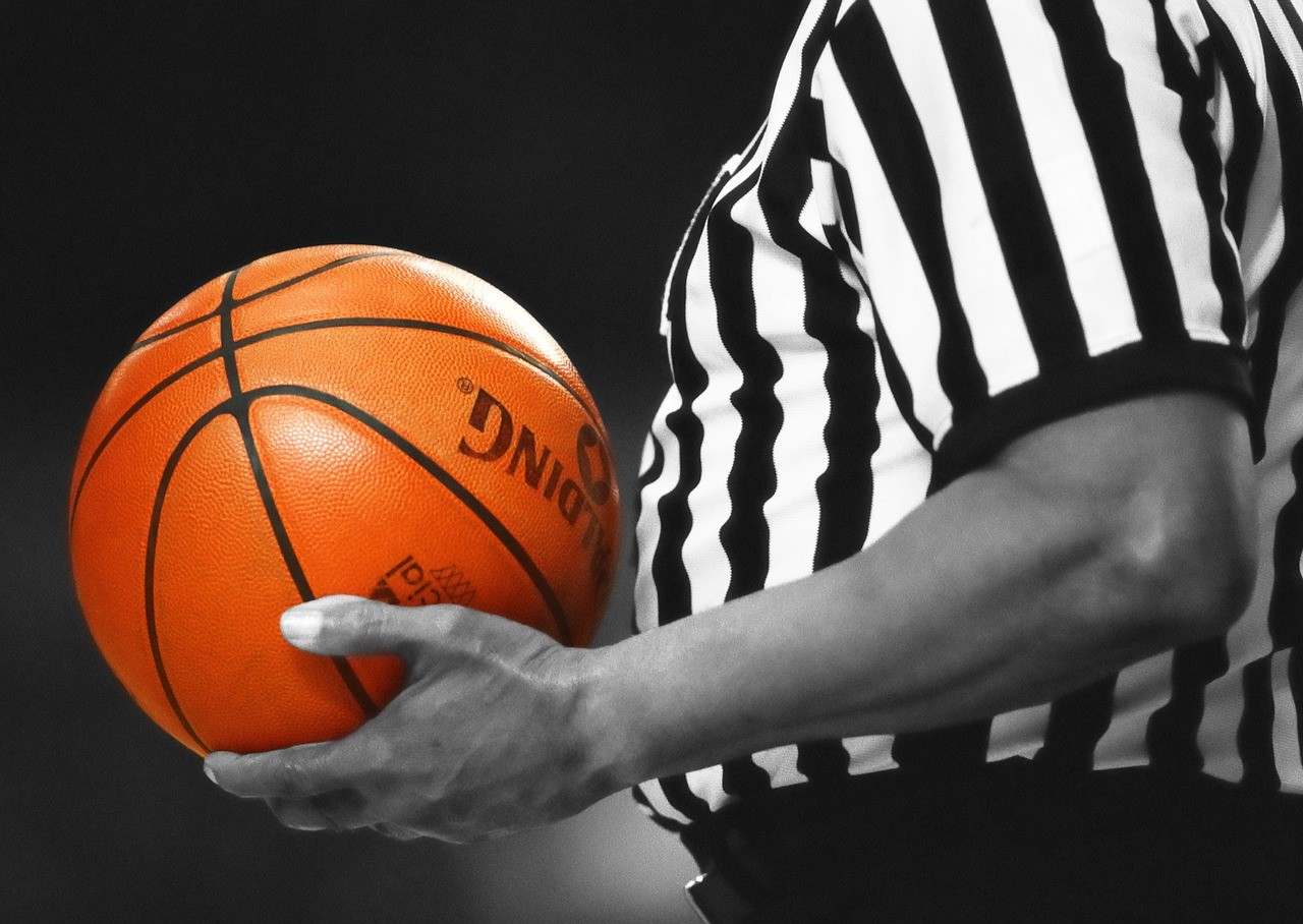 Omaha referee files lawsuit against Kentucky radio station for 'encouraging fan threats'
