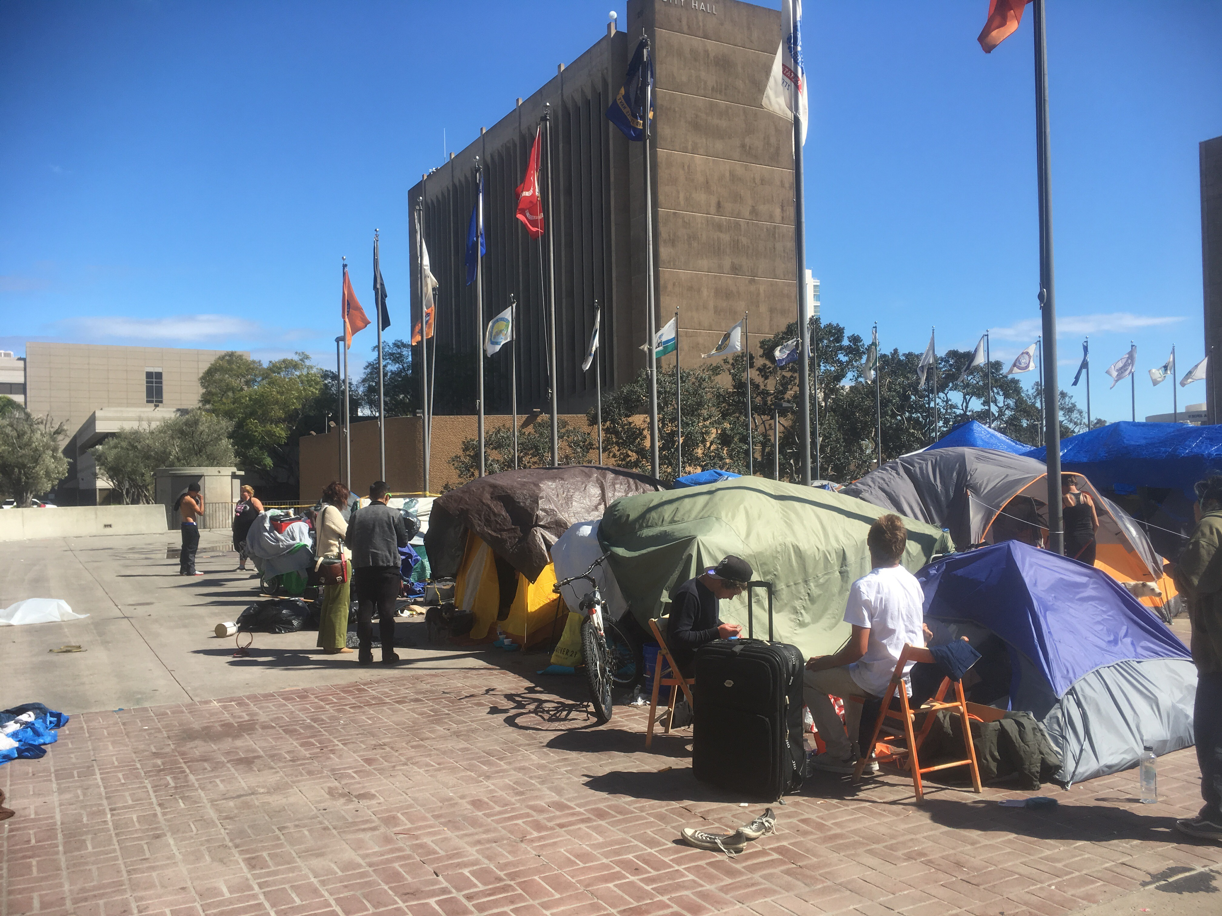 fb448835d04 County Scraps 3-City Homeless Tent Plan After Residents Balk