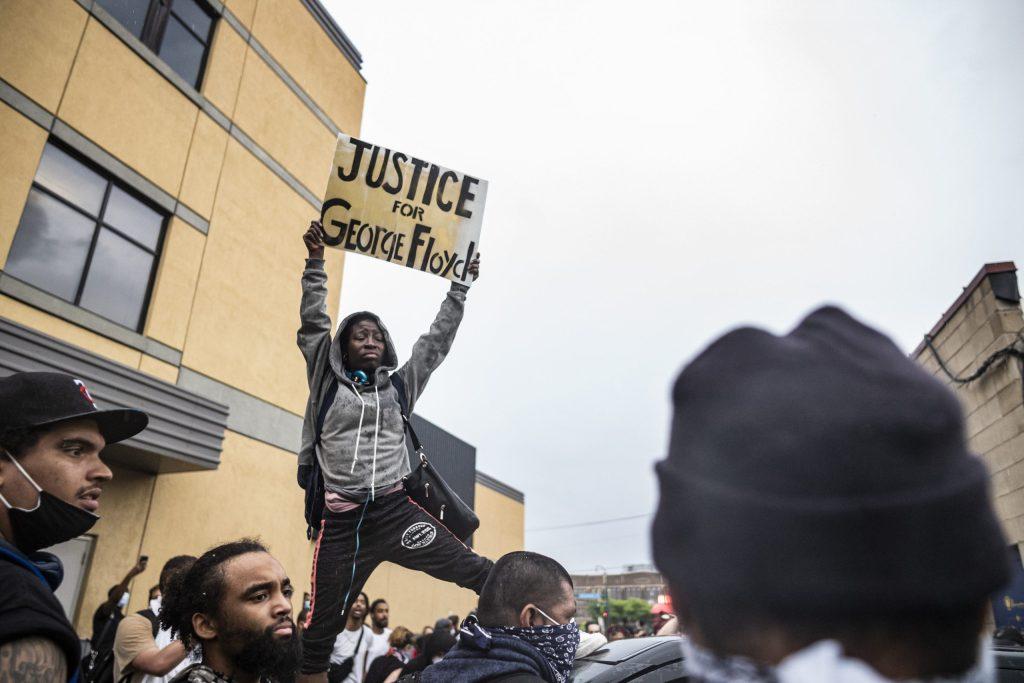 https://i1.wp.com/www.courthousenews.com/wp-content/uploads/2020/05/minn-protest2-scaled.jpg?fit=1024%2C683&ssl=1
