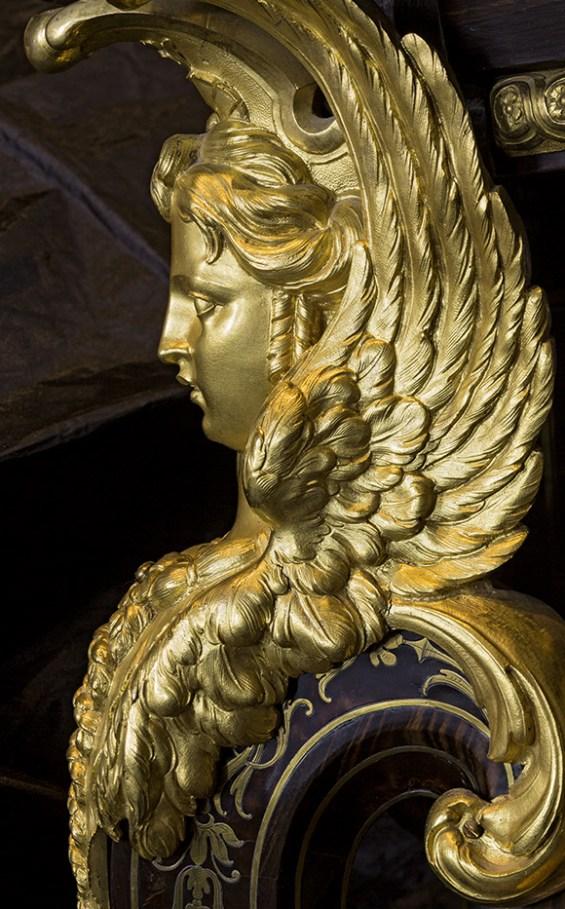Gilt-bronze mount on a Mazarine commode. ©Bruno Ehrs